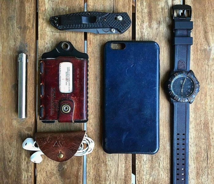 Benchmade - #Repost knives_n_tingz ・・・ Monday #PocketDump love the look of worn leather #Benchmade940 #LuminoxWatch #TrayvaxWallet _____________________________________...