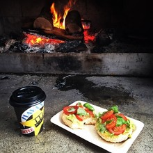 COFFEEUFEEL - Refueling the tank after long miles running in the wet. bestuglybagels gennahclarke #havanacoffee #bestuglybagels #kiwitrailrunner #healthyfood #irunfar...