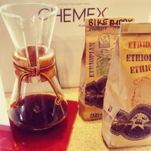 COFFEEUFEEL - My new morning routine, what an absolute treat! Thanks timtomnomnom great to see you! :) #havanacoffeeworks #coffeeufeel #coffeeplease #coffee #chemex...