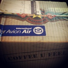 COFFEEUFEEL - Fantastic xmas eve surprise from our new zealand friends,a box of delicious coffee! #newzealand #coffeeufeel #airmail #christmas #festive #coffee #revolucion